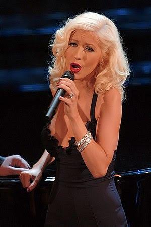 English: Christina Aguilera performing during ...