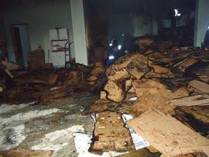 Prejuízo de galpão destruído chega a R$200 mil (Foto: Anderson Percilios)