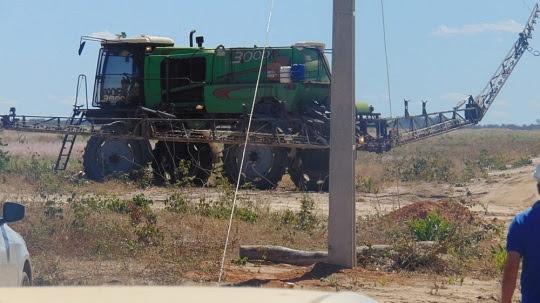 Fazendeiro morre eletrocutado após veículo pulverizador encostar em rede elétrica na Bahia | Foto: Blogbraga/ Repórter Edivaldo Braga