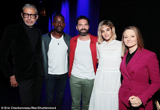 Diga queijo! As estrelas e Drew mais tarde foram para as câmeras depois de promover seu novo projeto, que vai chegar aos cinemas em 8 de junho