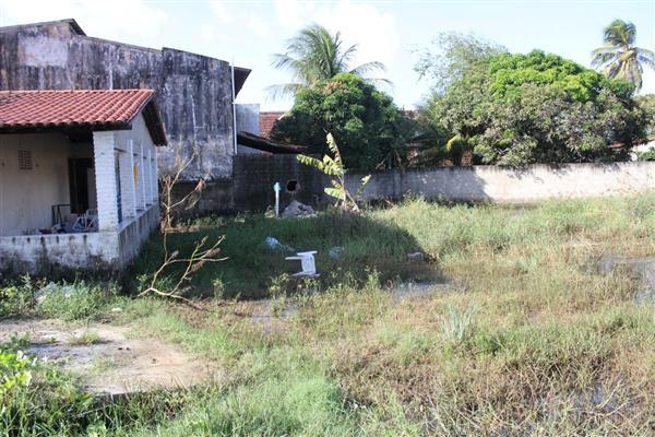 Casa possui terreno amplo e fica na principal avenida de Pitangui
