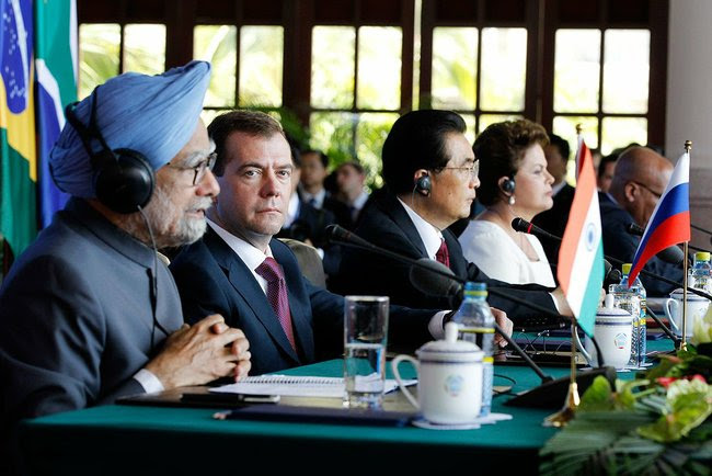 http://russianreport.files.wordpress.com/2011/04/medvedev-brics-leaders.jpeg
