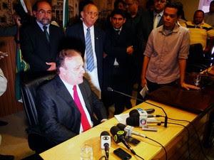 Paulinho Freire concede entrevista coletiva após assumir cargo de prefeito de Natal (Foto: Ricardo Araújo/G1)