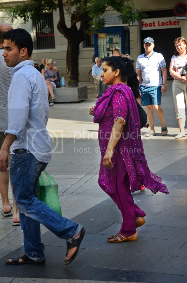 Purple ethnic dress, Portal del Angel,Barcelona, Spain [enlarge]