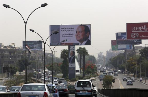 A huge electoral banner for presidential candidate and former army chief Abdel Fattah al-Sisi is seen among traffic during the third day of voting in the Egyptian presidential election in Cairo, May 28, 2014. REUTERS-Asmaa Waguih