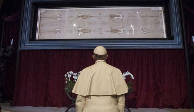 Οι σταγόνες αίματος του Ιησού στην Ιερά Σινδόνη είναι ψεύτικες, σύμφωνα με νέα έρευνα