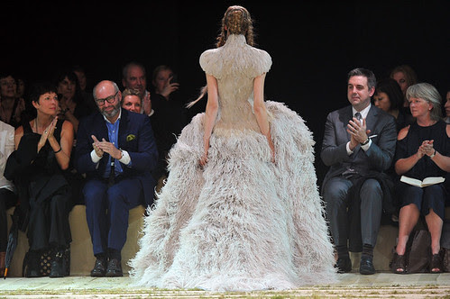Alexander+McQueen+Runway+Paris+Fashion+Week+c3MHyJluQ2hl