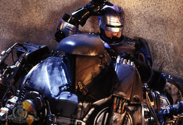 RoboCop (Peter Weller) battles Cain in ROBOCOP 2.