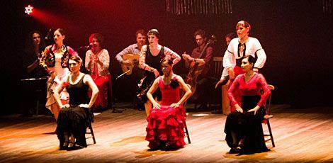 Espetáculo de Karina Leiro conta com oito bailarinas, três músicos e um ator / Divulgação