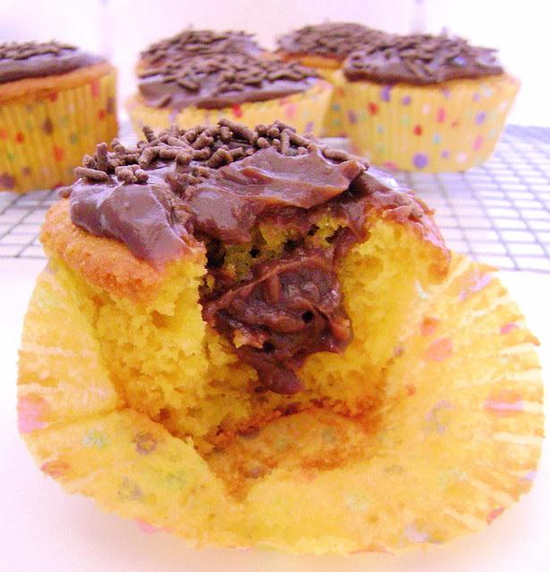 Cupcake de cenoura com recheio de brigadeiro