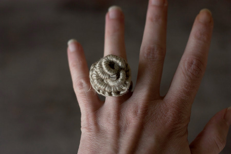 Hand wrapped statement ring, fiber art jewelry, natural, OOAK - rRradionica