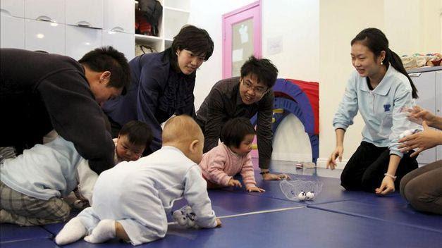 Los padres de unos octillizos chinos afrontan una multa de varios millones de yuanes