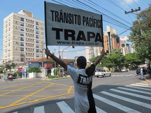 Projeto é conhecido como TRAPA - Trânsito Pacífico - e é voluntário (Foto: Clara Velasco/ G1)