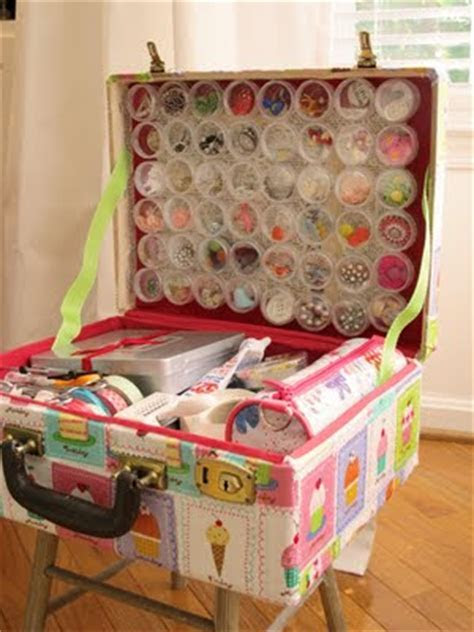 20 DIY Vintage Suitcase Decorating Ideas!   Oh My Creative