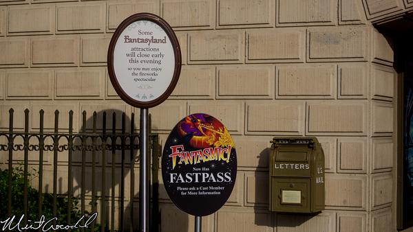 Disneyland Resort, Disneyland, Main Street U.S.A., Fantasmic, FastPass, Sign