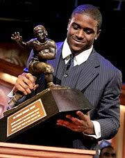 Reggie Bush receives the Heisman Trophy award.