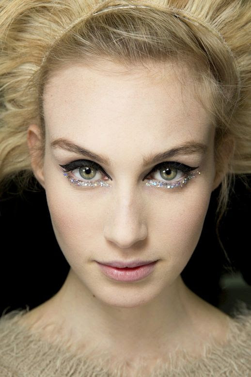 LE FASHION BLOG BACKSTAGE BEAUTY CHANEL COUTURE SS2014 BLACK AND GLITTER EYELINER 1 photo LEFASHIONBLOGBACKSTAGEBEAUTYCHANELCOUTURESS2014BLACKANDGLITTEREYELINER1.jpg