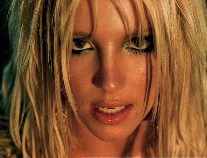 Britney Spears - I'm A Slave 4 U (Femme Fatale Remix Video)