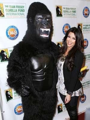 Kim Kardashian participou de um evento para arrecadar fundos à iniciativa Dian Fossey Gorilla Fund International com outras celebridades em 2010 Foto: Getty Images
