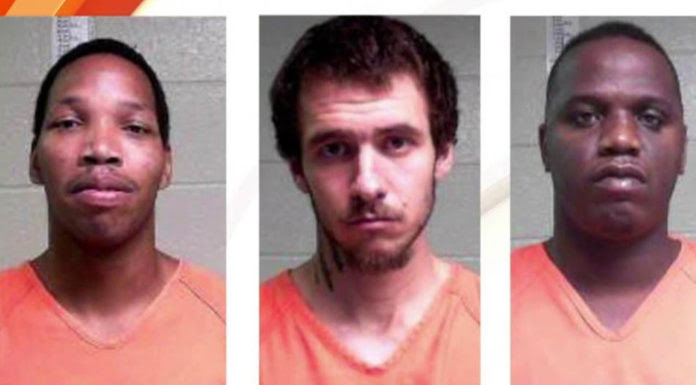 Ba tù nhân vượt ngục, từ trái, Walshea Mitchell, Michael Elliot, và Willie Etheridge. (Hình: Sở Cảnh Sát Natchitoches Parish)