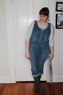 Rainy Day outfit: Holding Horse overalls from Anthropologie, heather gray t-shirt, hunter green rain boots