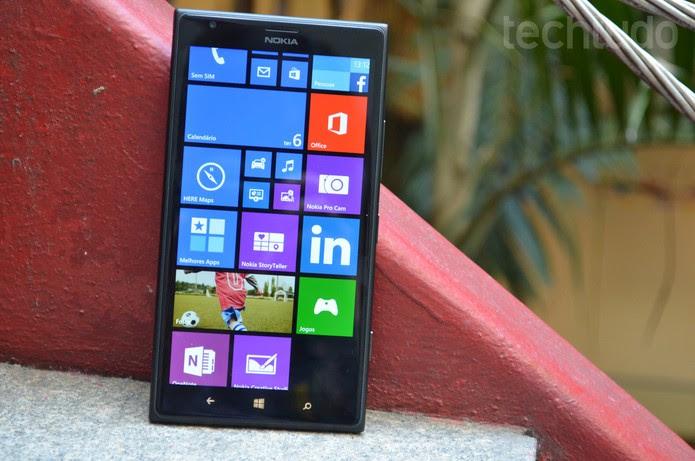 Tela do Lumia 1520 tem resolução Full HD (Foto: Luciana Maline/TechTudo)