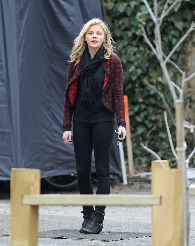 Chloe Moretz: Set of November Criminals -26