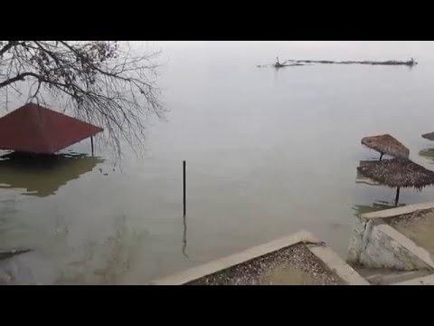Aşa arată plaja de la Debarcader inundată (cota: 630 cm)