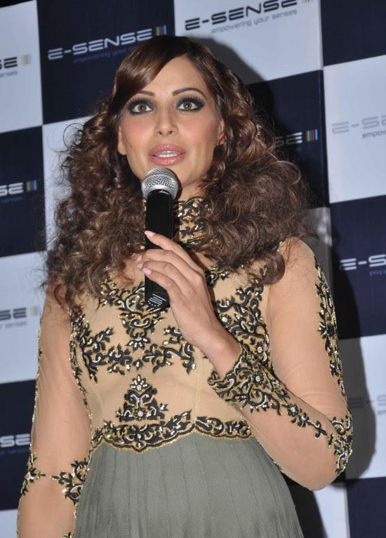 Bipasha-Basu-At-Announcement-of-IRFW-India-Fashion-Awards-Pictures-Photos-5