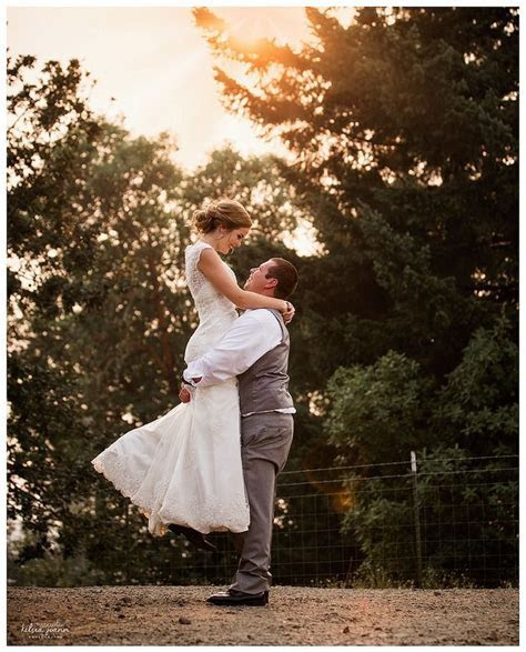 Best 25  Bride groom poses ideas on Pinterest