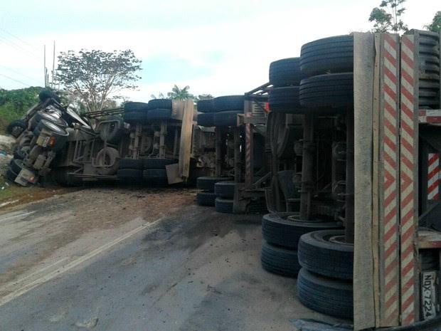 Acidente ocorreu na tarde desta quarta-feira (31) (Foto: Divulgação/Corpo de Bombeiros)