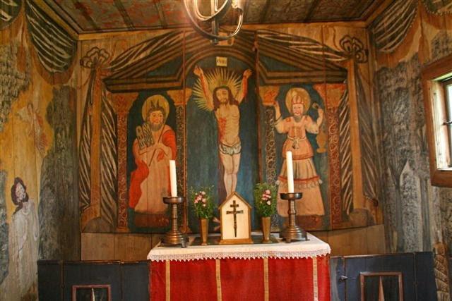 Autel medieval de la stavkirker ou eglise en bois debout de Hedared, Suede, 13eme siecle