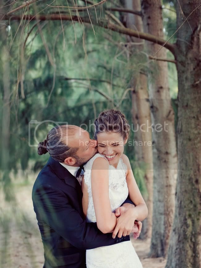 http://i892.photobucket.com/albums/ac125/lovemademedoit/PandS_FarmWedding_039.jpg?t=1303229054