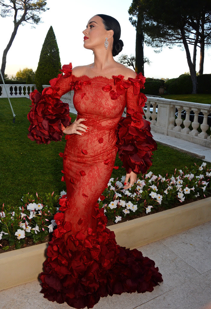 Katy Perry Channels the Dancing Lady Emoji at amfAR's Annual Gala in Cannes