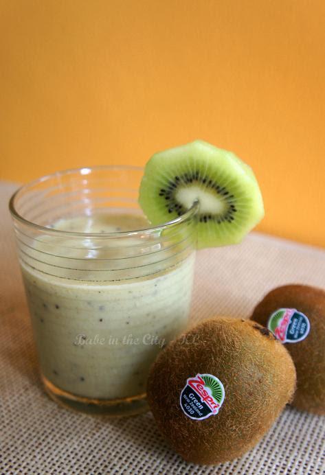 Day 2 Sunshine Zespri® Green Kiwifruit. Smoothie