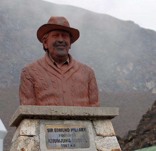 1hillary statue copy.jpg