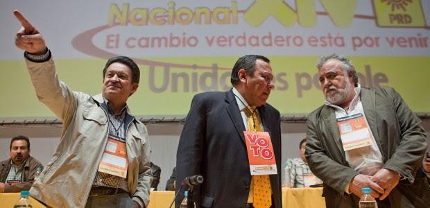 Navarrete, Zambrano y Encinas durante un congreso del PRD. Foto: Miguel Dimayuga