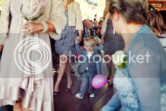 http://i892.photobucket.com/albums/ac125/lovemademedoit/PARRY_Ceremony_077.jpg?t=1319741456