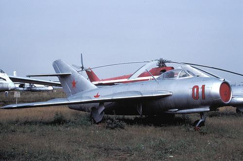 01r MiG-17