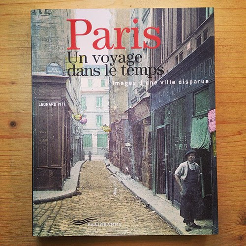 I love to watch the photos of the past Paris by la casa a pois