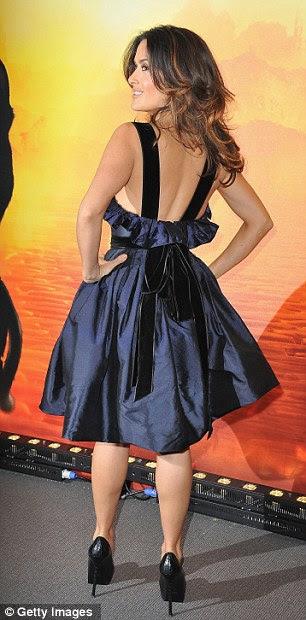Pronto para o dancefloor: Salma optou por uma escolha mais delicada wardrobe na estréia em Paris no último domingo