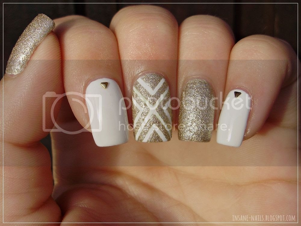photo white_and_gold_nails_5_zpsxkpls68s.jpg