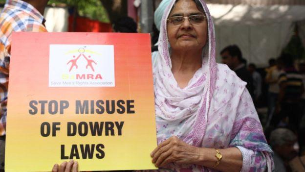 Protesta contra el mal uso de la ley antidote en India.
