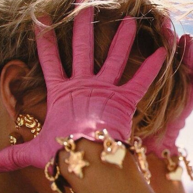 Oh, I love these pink gloves! ♥            and the jewelry