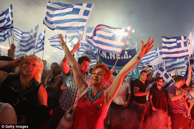 Esperando: Apoiantes do partido político a 'Nova Democracia' participar de um comício antes das eleições gerais de domingo, que poderia determinar o futuro do euro