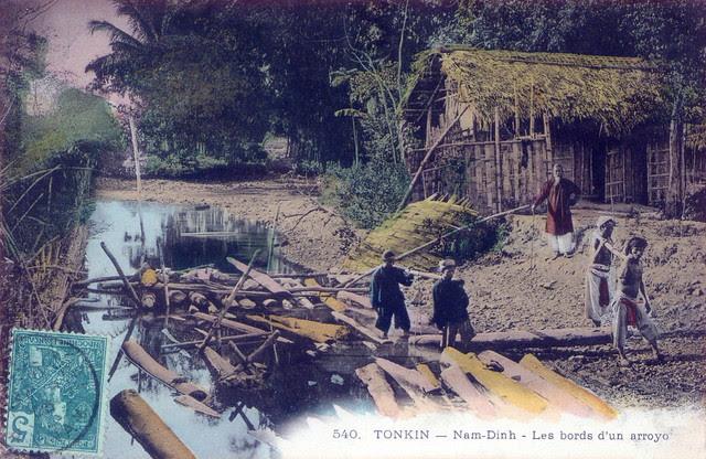 Nam Định - khiêng gỗ lên bờ