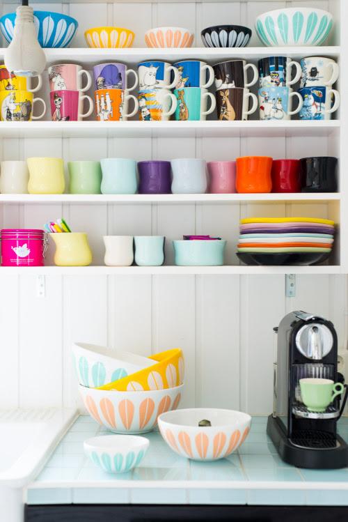 happy shelves (via Fjeldborg: LotusLOVE.)