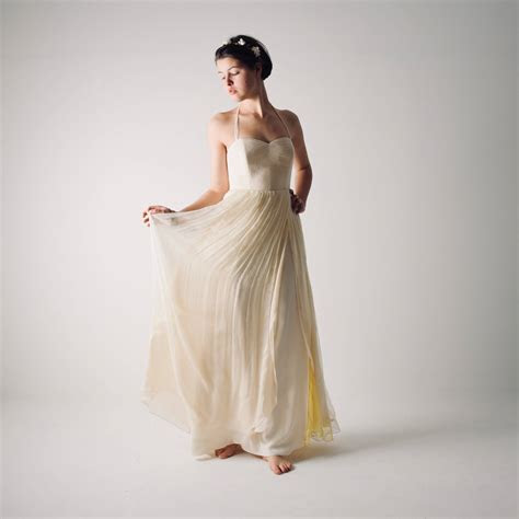 Summer backless wedding dress ~ Narcissus >> Larimeloom
