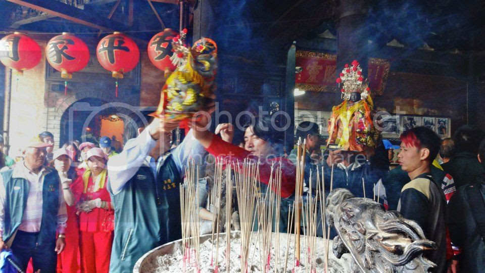 Passing idols over the incense photo 933898_10151634614236202_1804481216_n.jpg