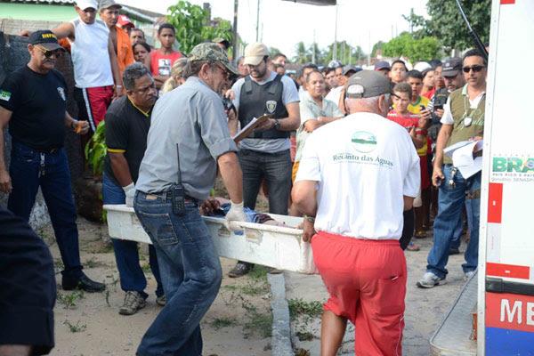 Dois homicídios foram registrados na tarde de ontem, um deles no bairro Rosa dos Ventos, em Parnamirim. Polícia suspeita de acerto de contas por tráfico de drogas